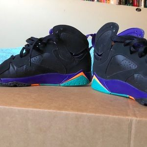 "Jordan Shoes - Jordan Retro 7 ""Lola Bunny"""